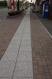 亀田本町の歩道.jpg