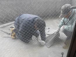 屋外階段防水改修工事 既存防水層はがし作業.jpg