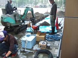 温泉管の掘り返し作業.jpg