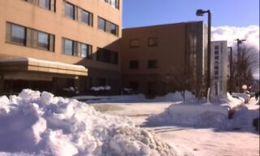 雪に埋もれたセンター.jpg