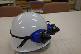ヘルメットにゴーグルを装着